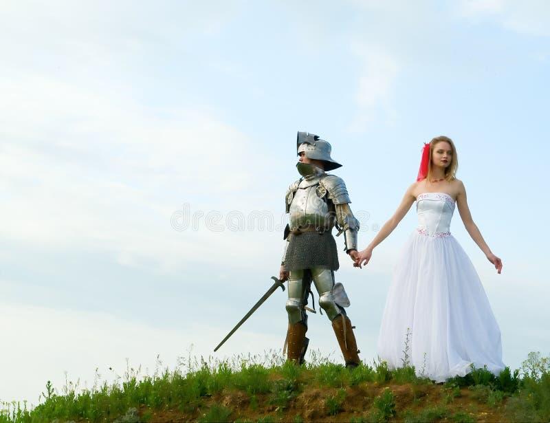 Der Ritter und die Braut lizenzfreies stockfoto