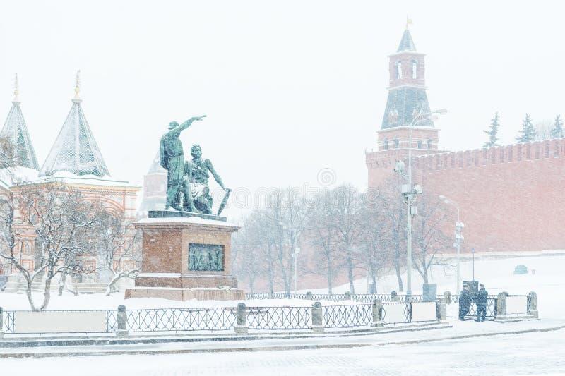 Der Rote Platz im Winter in Moskau, Russland lizenzfreie stockfotos