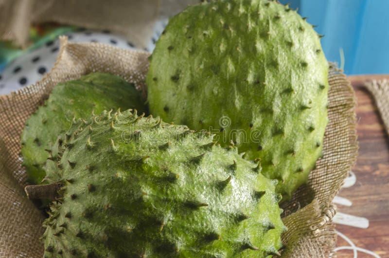 Der sauer Sobbe graviola auch, guyabano ist die Frucht von Annona muricata lizenzfreie stockfotografie