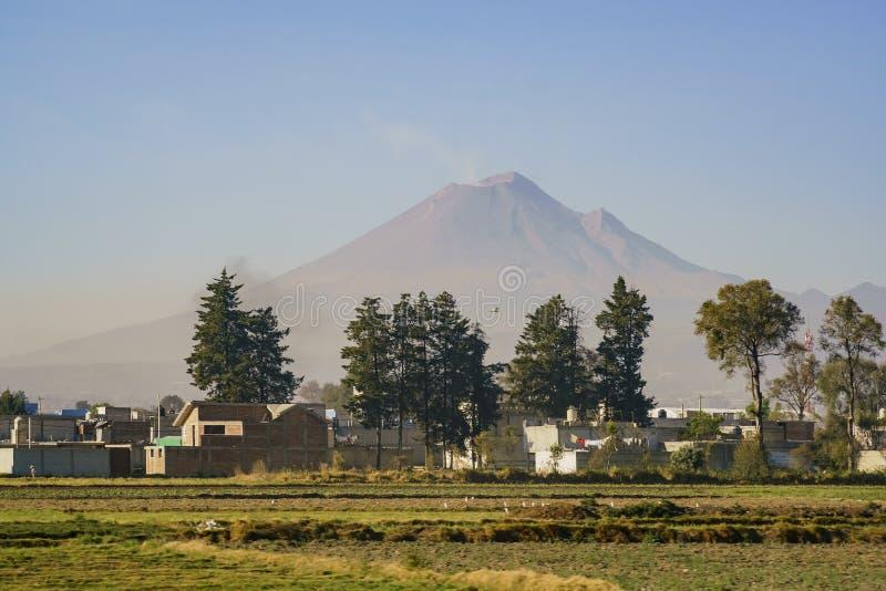 Der schöne Popocatepetl-Berg stockfotografie