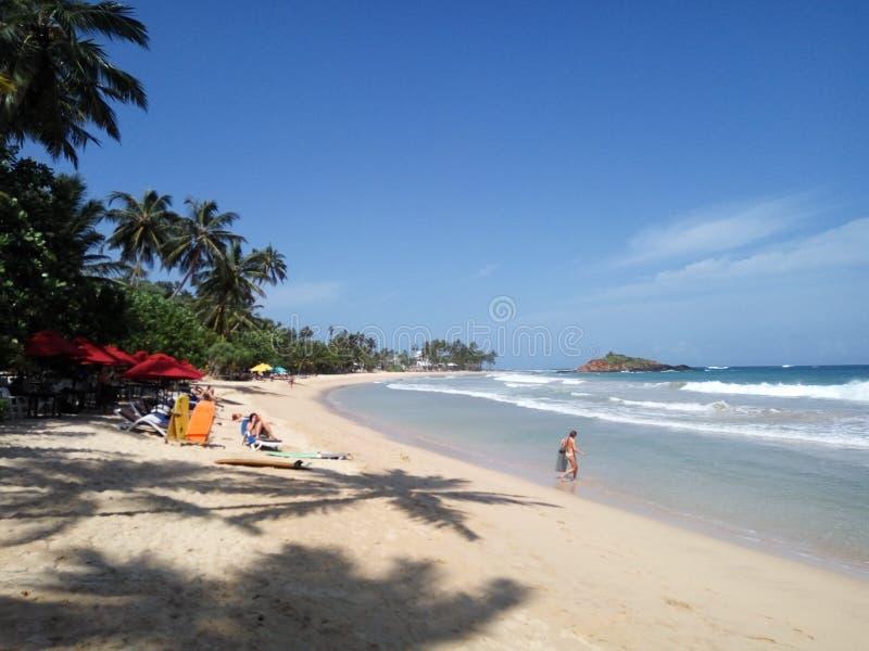 Der schöne Strand von Mirissa stockfotos