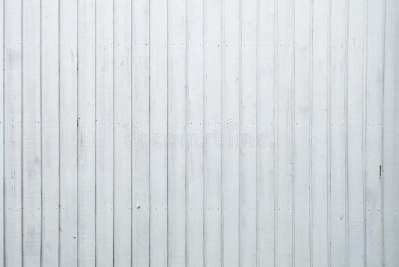 Der Schmutz, welche Weiß gemalter Eiche abzieht, verschalt Hintergrund stockfotografie