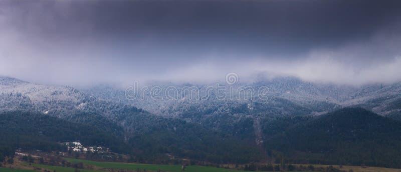 Der Schnee-Berg lizenzfreie stockbilder