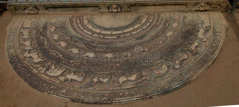 Der Schwellenalias Mondstein in der Polonnaruwa-Ruine, Sri Lanka lizenzfreies stockbild