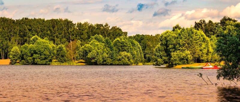 Der See lizenzfreie stockfotografie