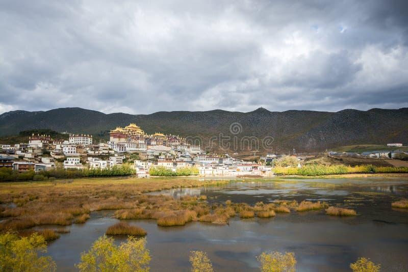 Der Seeblick an Songzanlin-Kloster, stockfotografie