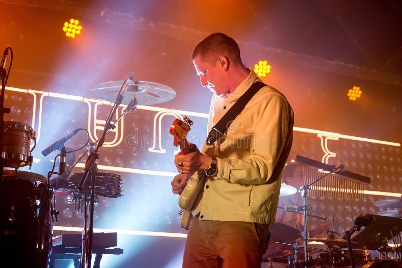 Der Seelen-riesigen Angst des Dschungels führen indie Band im Konzert am Razzmatazz-Verein durch stockfotos