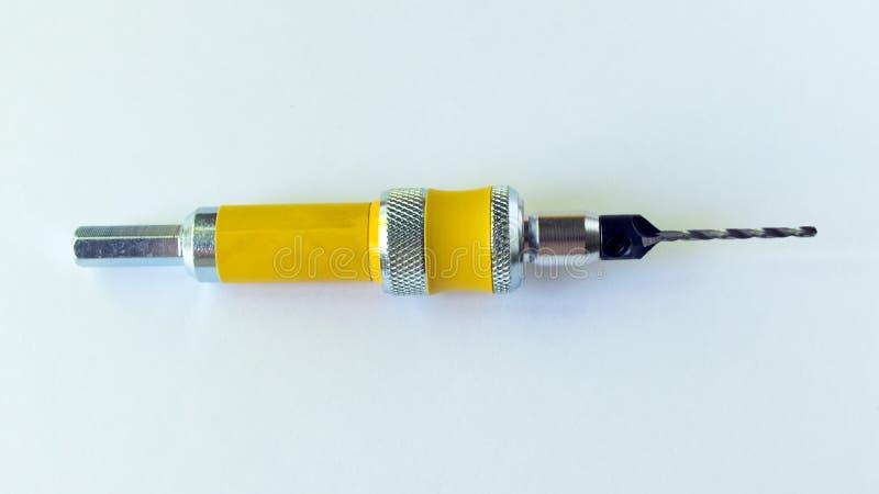 Der Senkersatz besteht aus einer Düse für eine schnelle Änderung des Bohrers und des Satzes austauschbarer Senkerbohrgeräte lizenzfreies stockbild