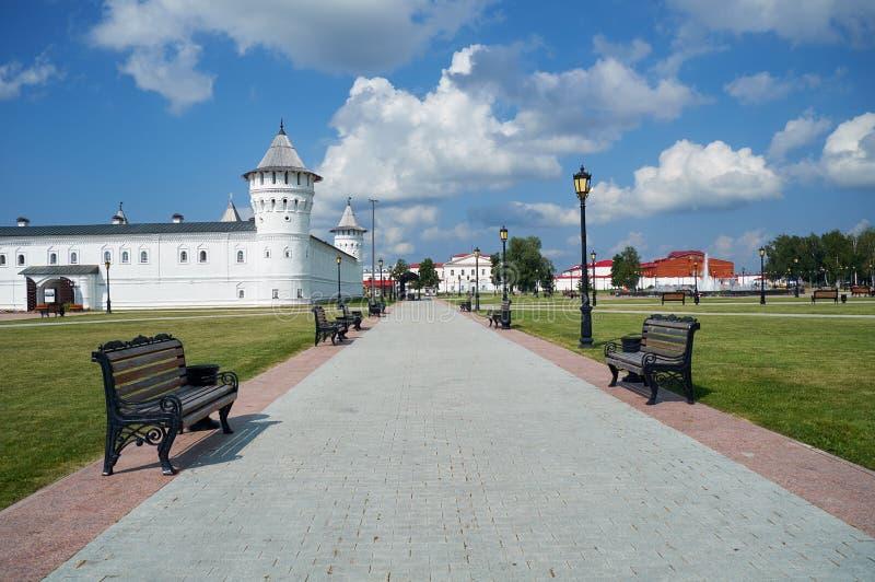 Der setzende Hof von Tobolsk der Kreml stellt das rote Quadrat gegenüber Tobolsk Tyumen Oblast Russland lizenzfreies stockbild