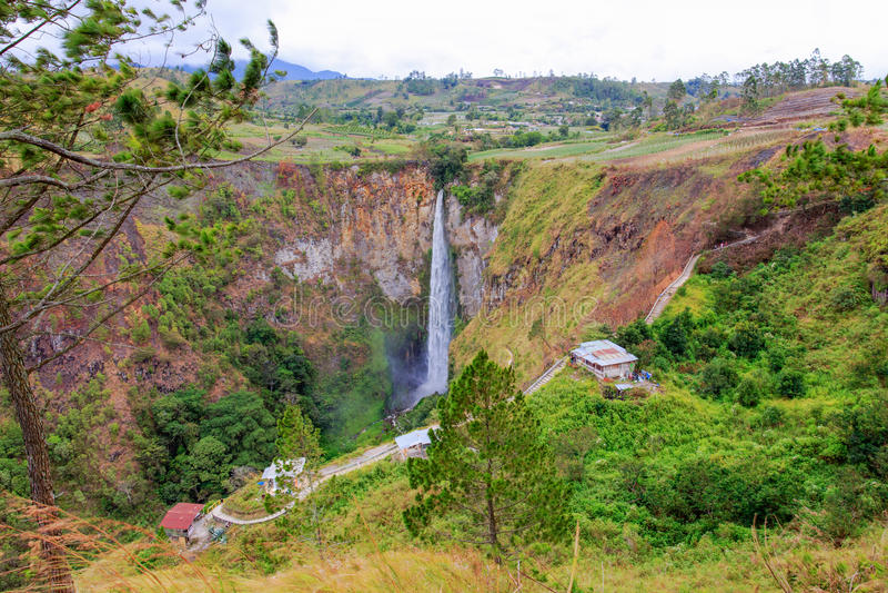 Der Sipisopiso-Wasserfall stockfoto