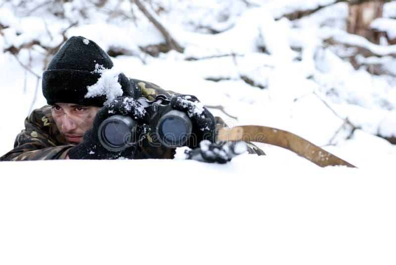 Der Soldat. Patrouille. lizenzfreies stockbild