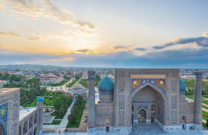 Der Sonnenaufgang in Samarkand lizenzfreie stockfotos