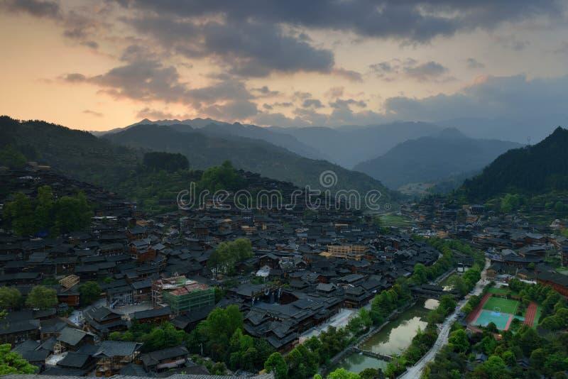 Der Sonnenaufgang in Xijiang Qianhu Miao Village lizenzfreie stockfotografie