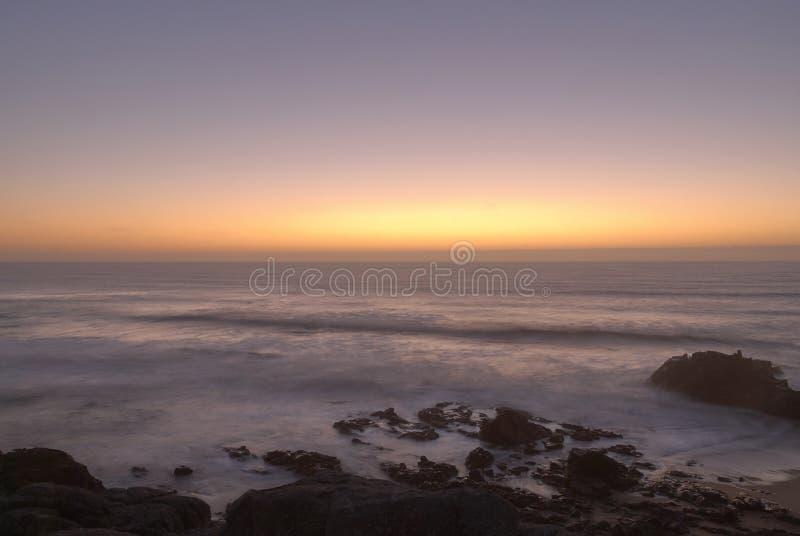 Der Sonnenuntergang auf dem Ozean lizenzfreie stockfotos