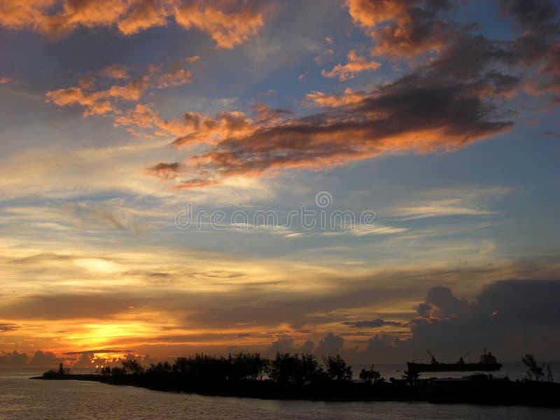 Der Sonnenuntergang im Paradies lizenzfreie stockbilder