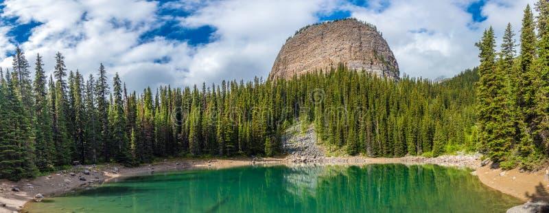 Der Spiegelsee und der große Bienenstock, See Louis, Panorama mit bluesky lizenzfreies stockbild