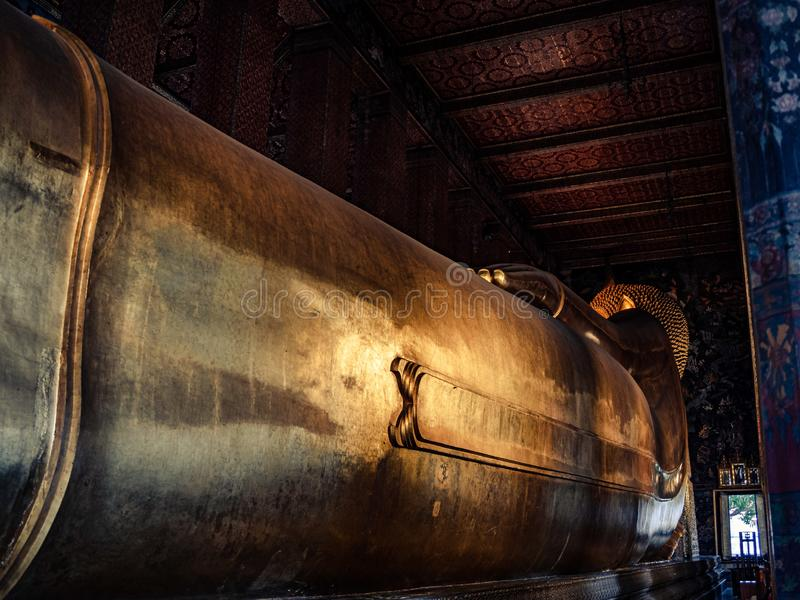 Der st?tzende Buddha von Wat Pho stockfotos