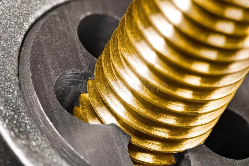 Der Stahldurchzug sterben Bronzebolzenwelle im Detail stockfoto