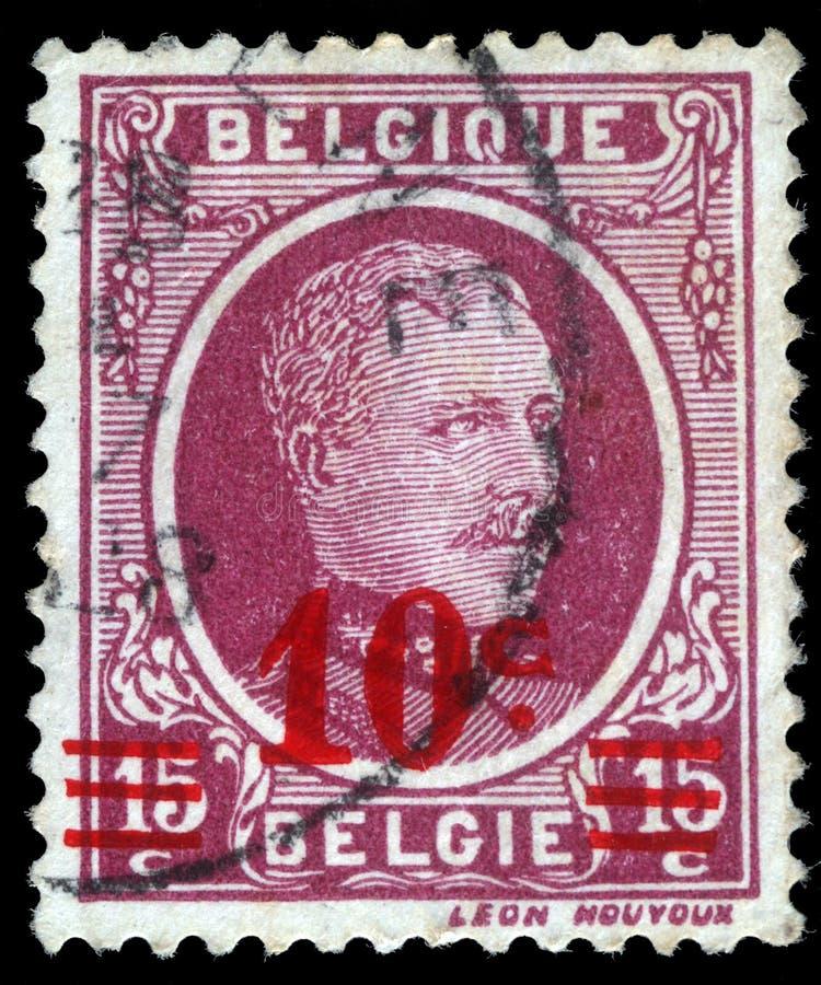 Der Stempel, der in Belgien gedruckt wird, zeigt Porträt König Albert I lizenzfreie stockfotografie