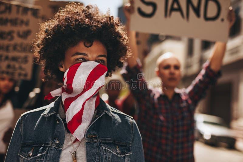 Der stillen Protestfrauen marschieren stockfotografie