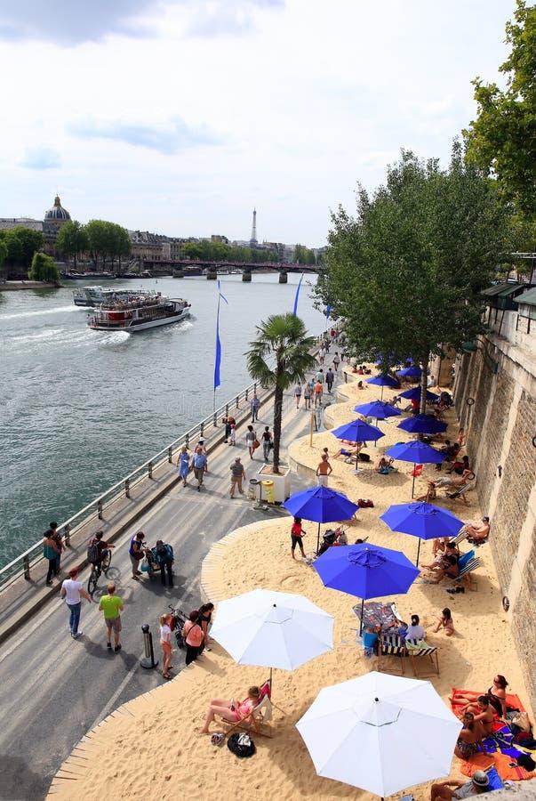 DER STRAND IN DER STADT IN PARIS, FRANKREICH stockfotografie