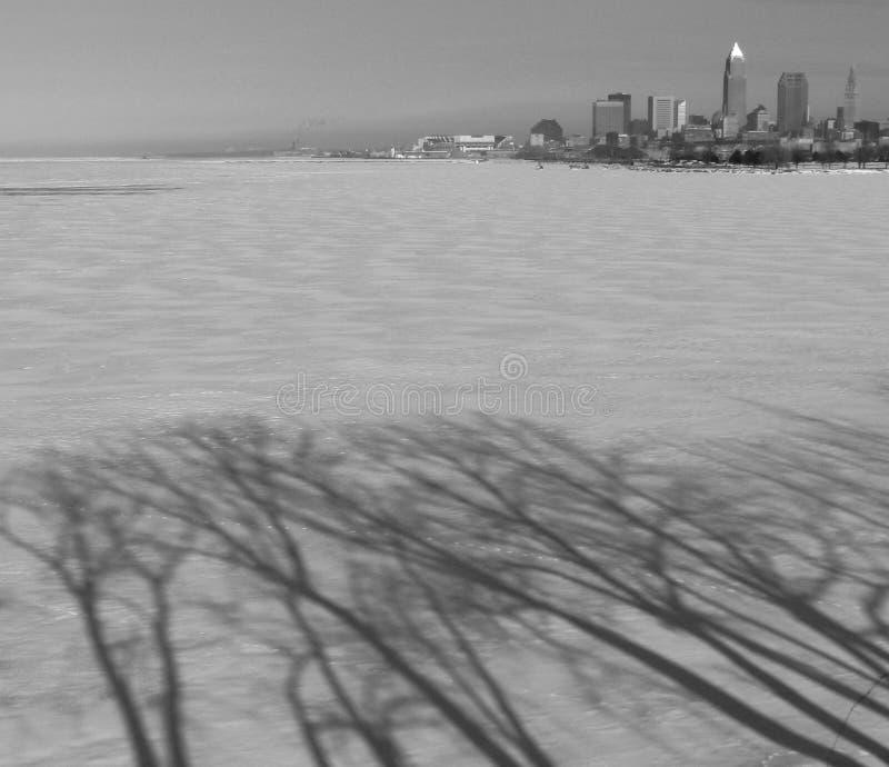 Der Strand und die Skyline von im Stadtzentrum gelegenem Cleveland Ohio stockfoto