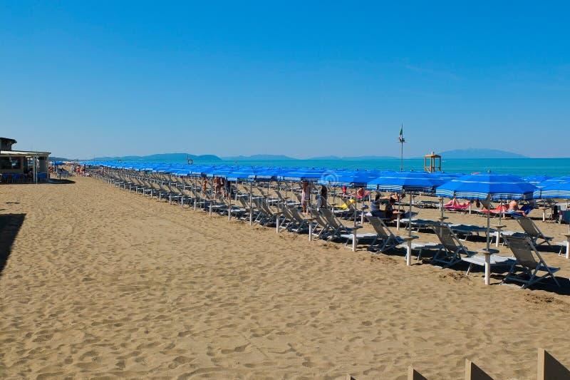 Der Strand von Castiglione-della Pescaia im blogheri Bereich herein stockbilder