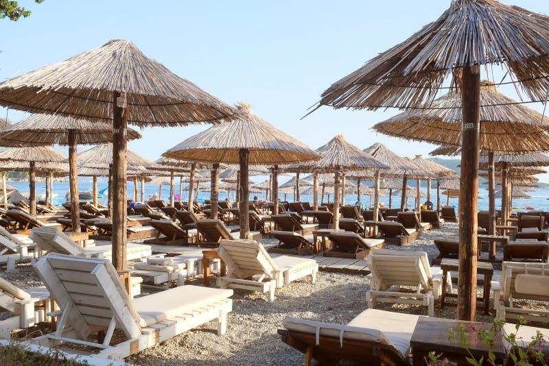 Der Strand von einem adriatischen Meer in Budva, Montenegro stockfotos