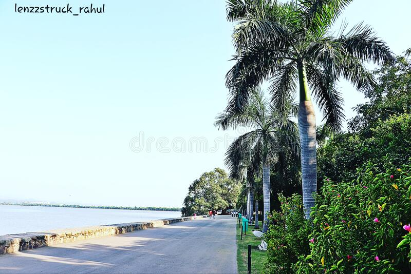 Der Sukhna-See in der Stadt Schönes Chandigarh in Indien lizenzfreies stockbild