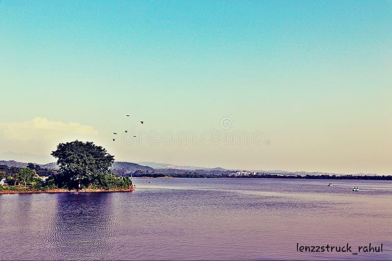 Der Sukhna-See in der Stadt Schönes Chandigarh in Indien stockfotos