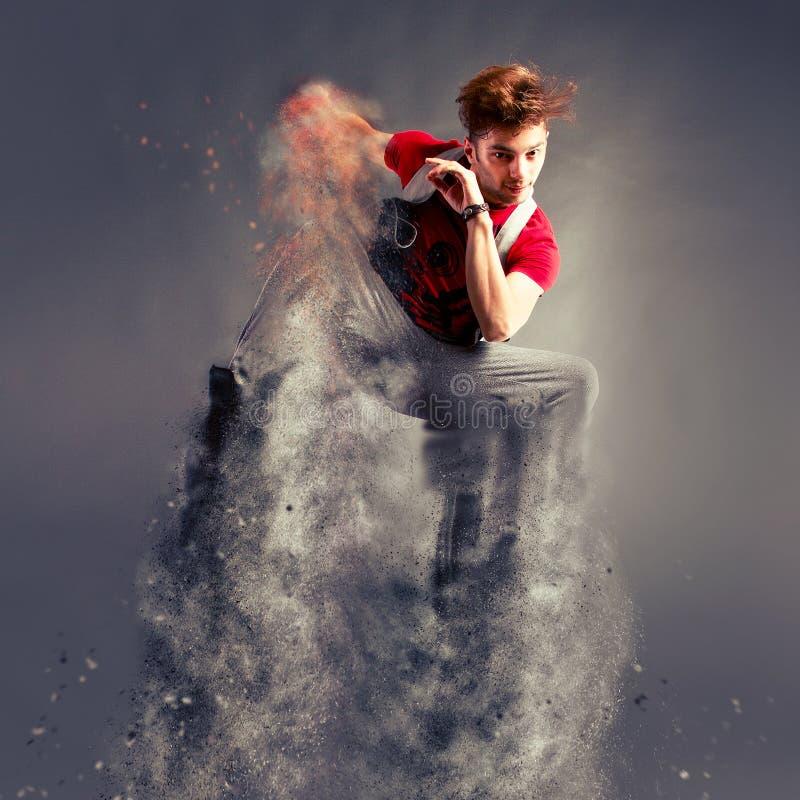 Der Tänzer springend von der Explosion lizenzfreie stockfotografie