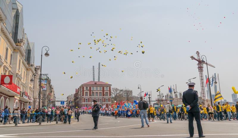 Der Tag der internationalen Arbeitskräfte in Wladiwostok lizenzfreies stockfoto