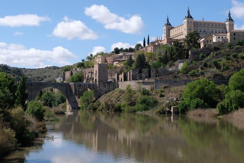 Der Tajo und die Stadt von Toledo lizenzfreie stockfotografie
