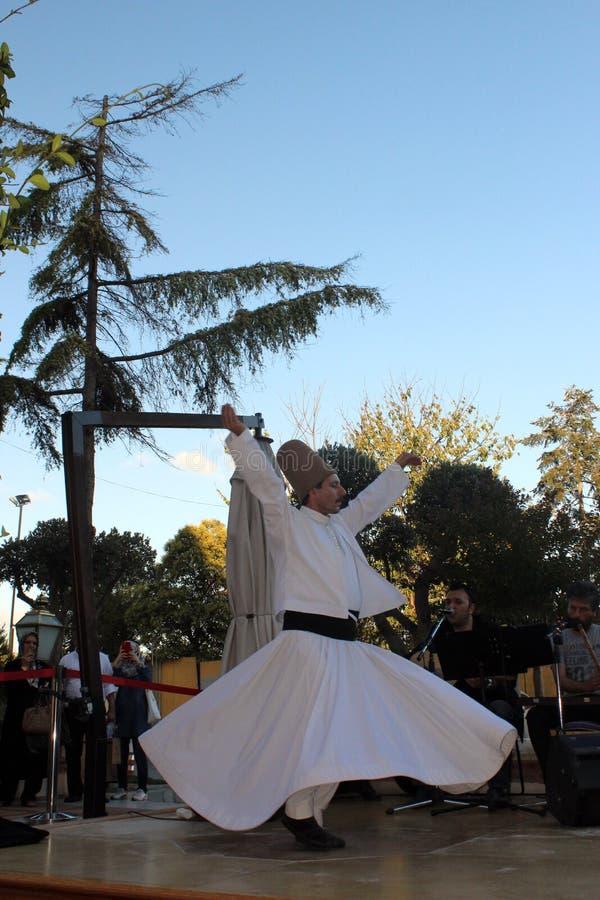 Der Tanz, der Derwische wirbelt, wird Sema genannt stockfoto
