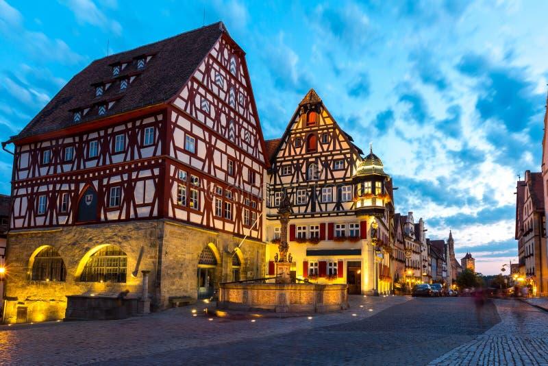 Der Tauber Alemania del ob de Rothenburg en la oscuridad foto de archivo libre de regalías