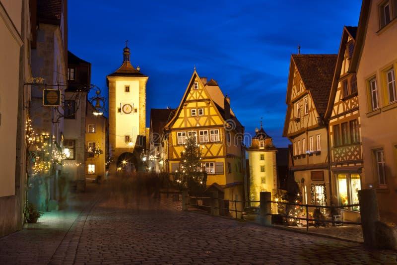 Der Tauber del ob di Rothenburg di notte fotografia stock