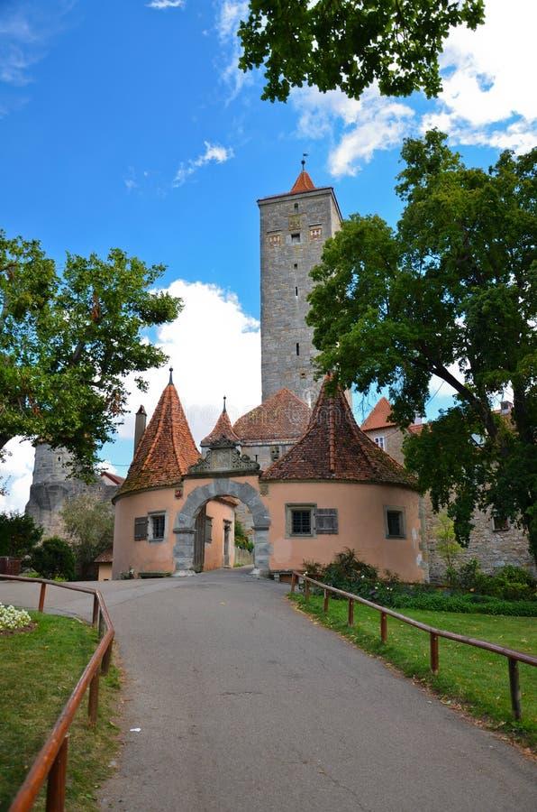 Der Tauber do ob de Rothenburg, a porta 1 do castelo fotos de stock royalty free