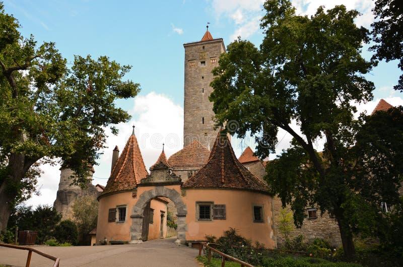 Der Tauber do ob de Rothenburg, a porta 2 do castelo fotos de stock royalty free