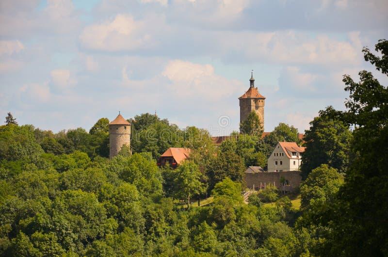 Der Tauber do ob de Rothenburg, torres 2 da vista imagens de stock royalty free