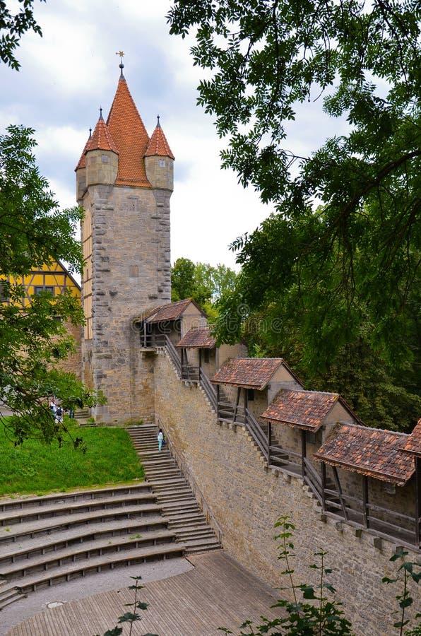 Der Tauber do ob de Rothenburg, torres foreshortening 4 imagem de stock