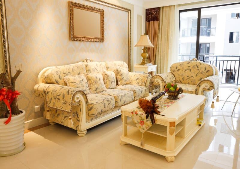 Der teure Wohnzimmerluxuxinnenraum stockbilder
