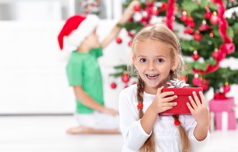 Der Thrill von Weihnachten in der Kindheit stockbilder