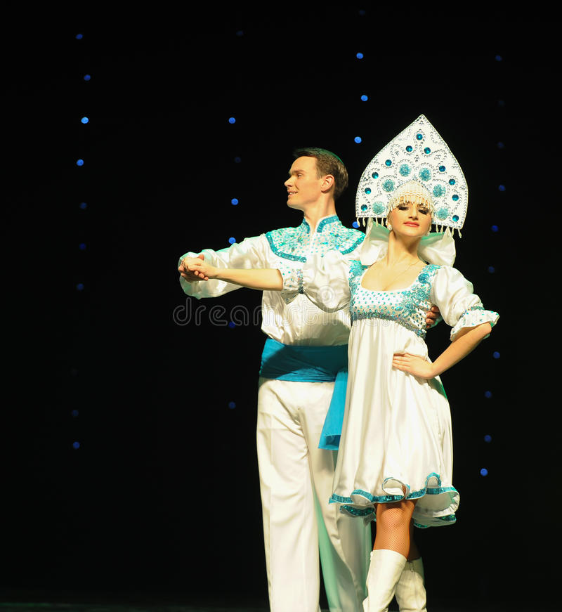 Der traditionellen russischen des Hochzeit-d Österreichs Welttanz stockfotos