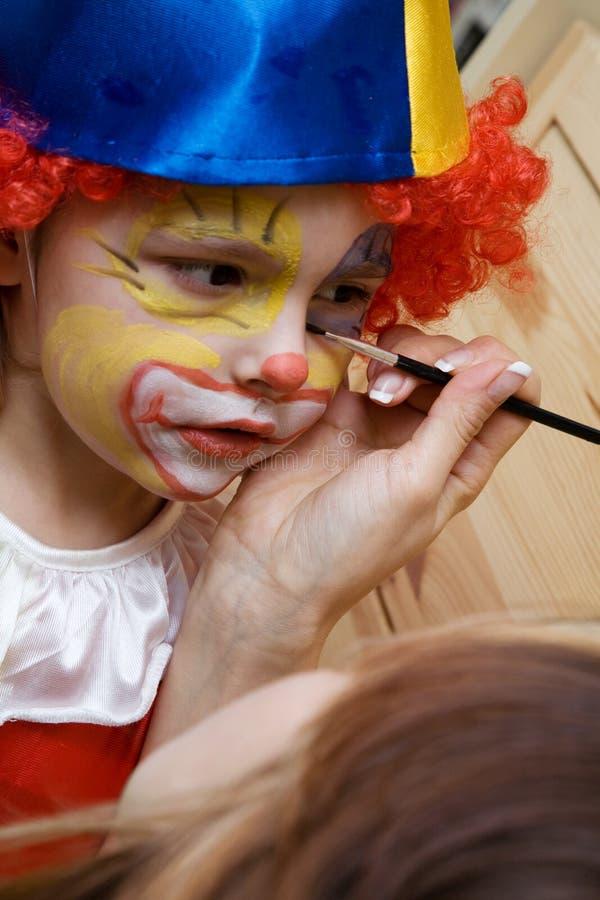 Der tragende Clown des Jungen lizenzfreie stockfotografie