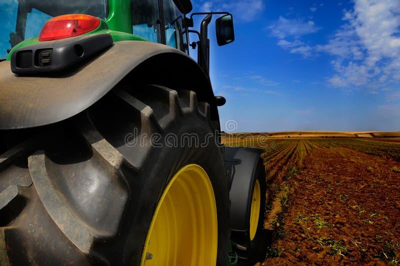 Der Traktor - moderne landwirtschaftliche Maschinen lizenzfreie stockfotos