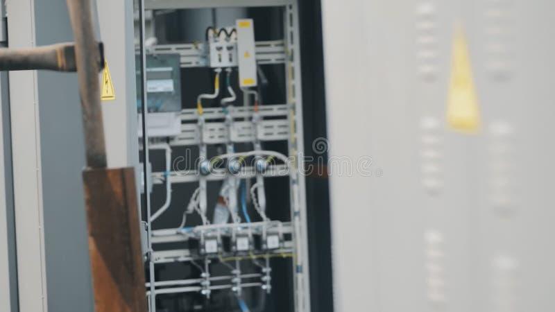 Der Transformatorkasten Und Die Installation Von Elektrischem Stock ...