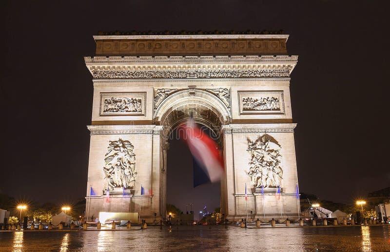 Der Triumphbogen am Abend, Paris, Frankreich lizenzfreie stockfotografie