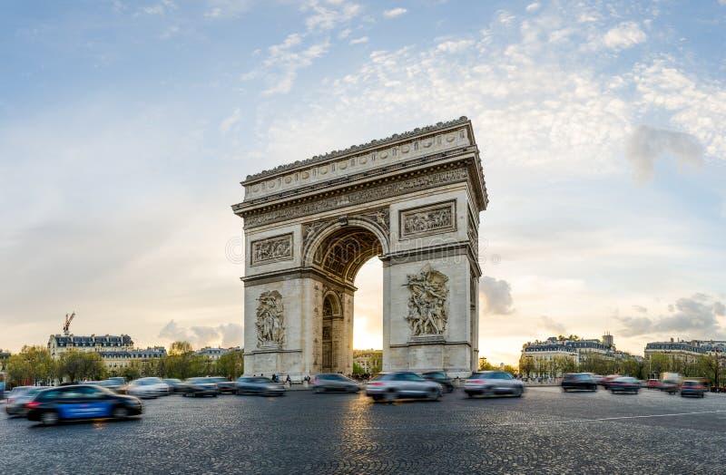 Der Triumphbogen in Paris, Frankreich lizenzfreie stockbilder