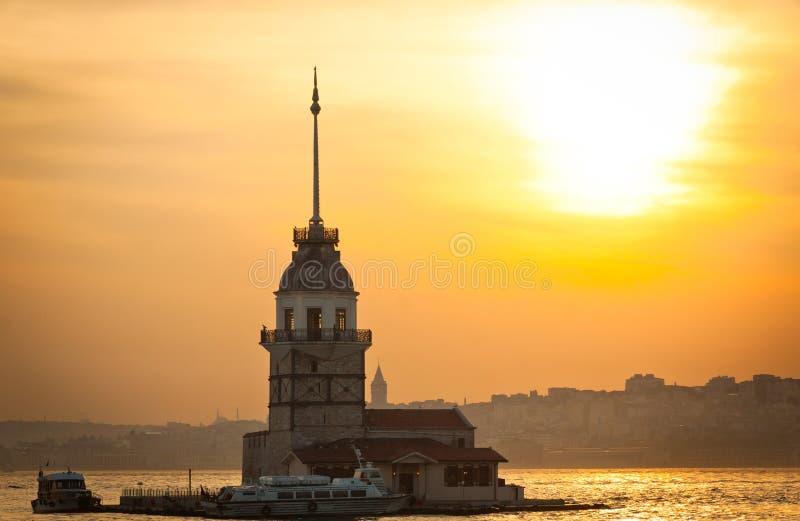 Der Turm des Mädchens gelegen mitten in Bosphorus-Straße, Istanb stockbilder