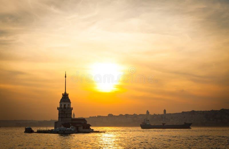 Der Turm des Mädchens gelegen mitten in Bosphorus-Straße, Istanb lizenzfreie stockfotos